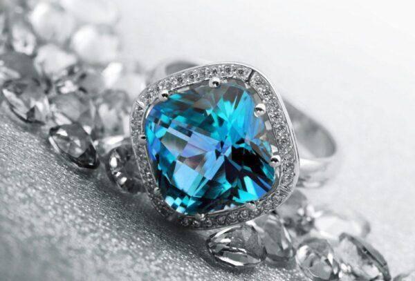 Голубой сапфир: значения, особенности его ношения и свойства