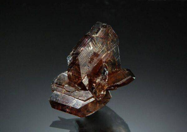 Аксинит: полезные свойства и основные характеристики камня
