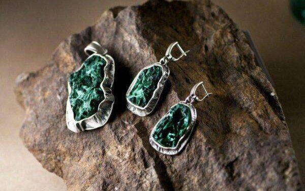 Азуритский малахит: полезные свойства камня и особенности его ношения
