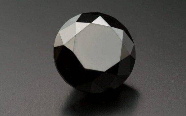 Чёрный бриллиант, история происхождения и чувство стиля