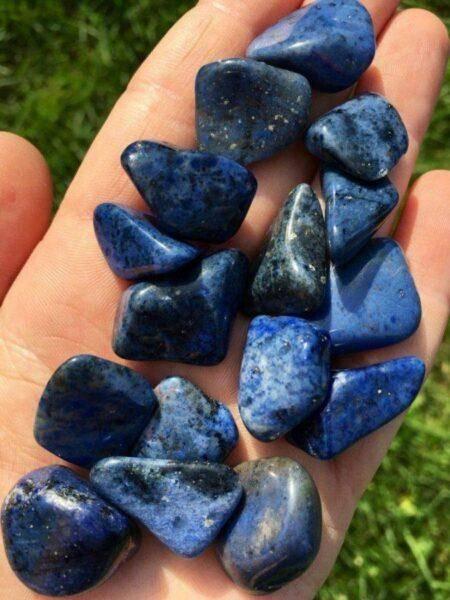 Дюмортьерит: особенности и полезные свойства камня