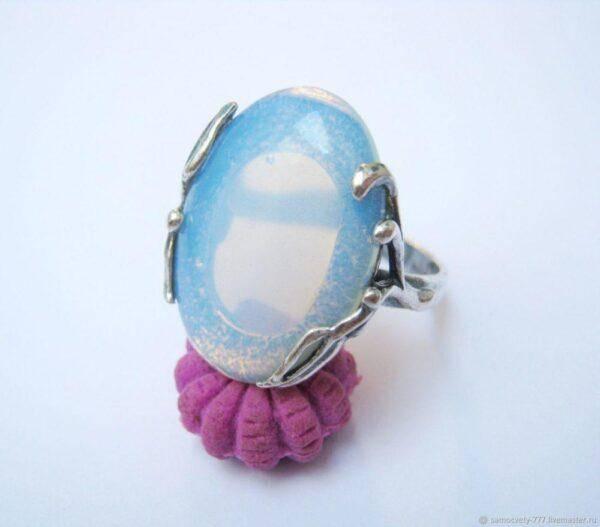 Голубой лунный камень: кому подходит, описание, значение