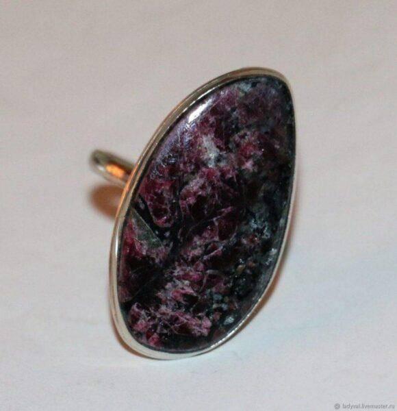 Эгирин: значения, полезные свойства и характеристики камня