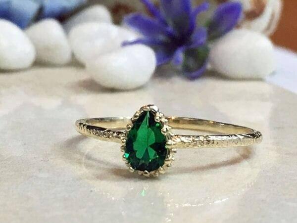 Как установить ценность изумрудного кольца, стоимость камня и металла