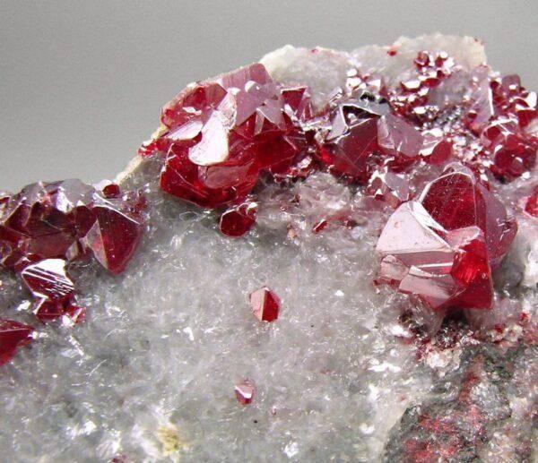 Киноварь Камень: значения, характеристики и полезные свойства