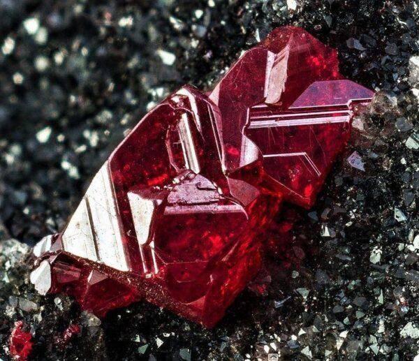 Рубиновые камни: как выбрать свой рубин, особенности и свойства