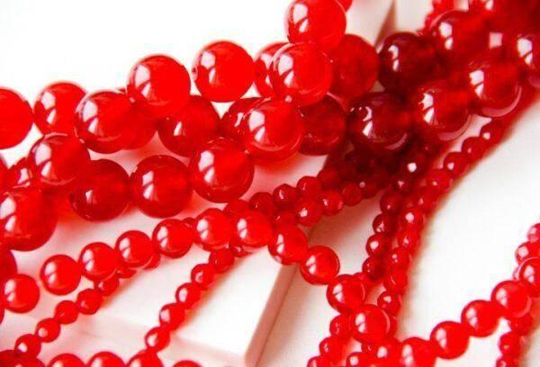 Красный нефрит: особенности его ношения, полезные свойства камня