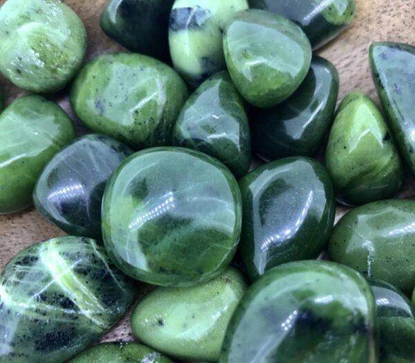 Jade stone: values, useful properties and features