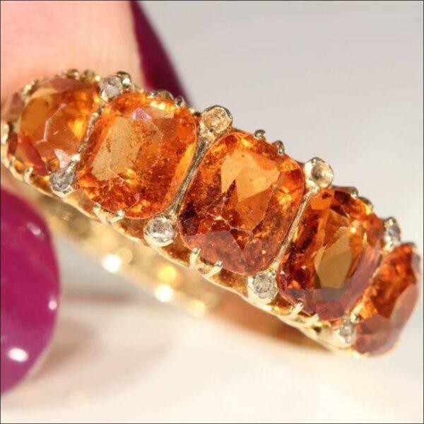 Оранжевые кристаллы:кому подходят, свойства и особенности