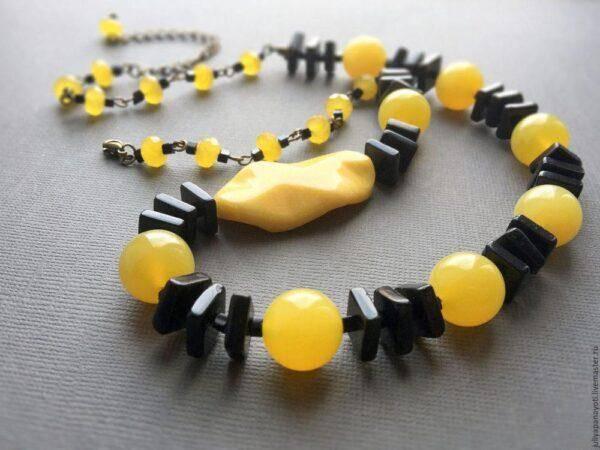 Желтый нефрит:особенности его ношения и основные характеристики камня