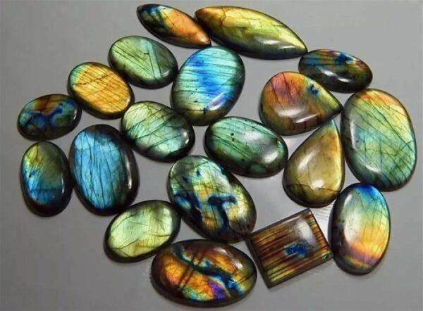 Золотой лабрадорит: значения,особенности и основные характеристики камня