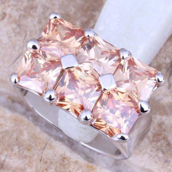 Розовые кристаллы: смыслы, свойства и особенности их использования