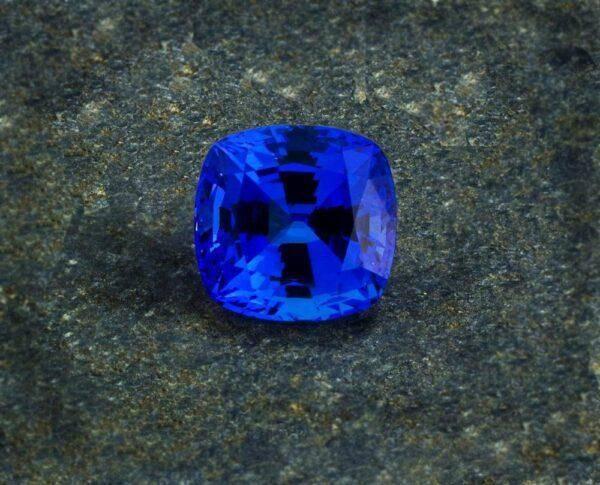 Камень Танзанит: значения, свойства и возможности, кому подходит, описание