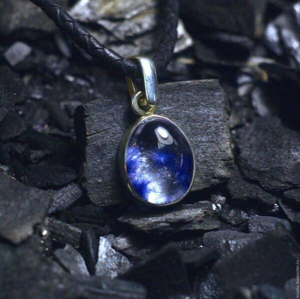 Фиолетовые кристаллы: кому подходят и особенности их ношения