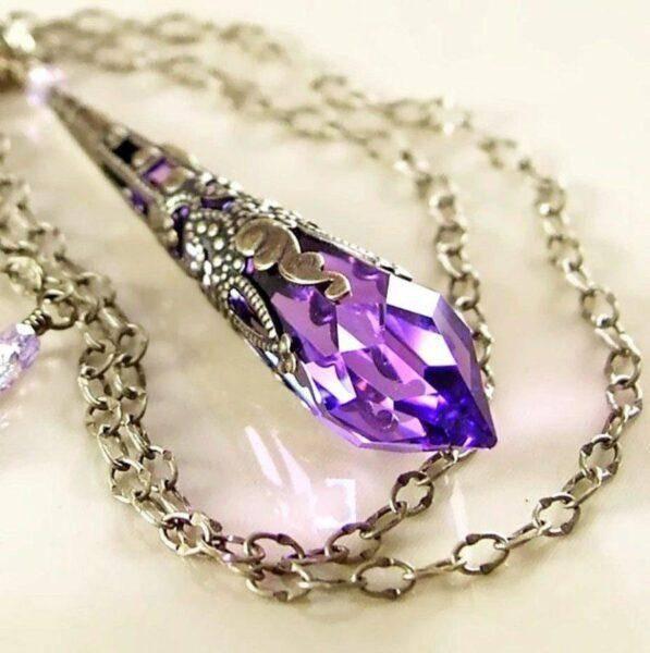 Фиолетовый сапфир: полезные свойства и основные особенности камня